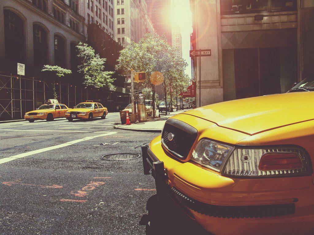 25H-la-vida-de-color-amarillo-elcalaixgroc-estudicreatiu-diseño-grafico-benissa