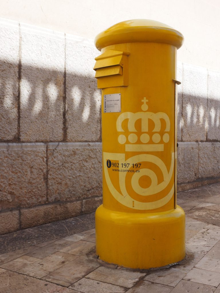 lavidaengroc-amarillo-buzón-elcalaixgroc-diseñografico-mailbox-1117344_1920